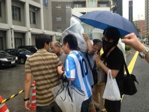 雨にも負けず戸塚署前抗議!