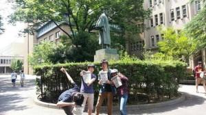早稲田大学では連日昼休みにビラまき