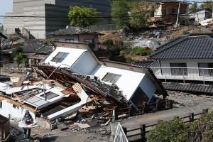 崩壊した家々